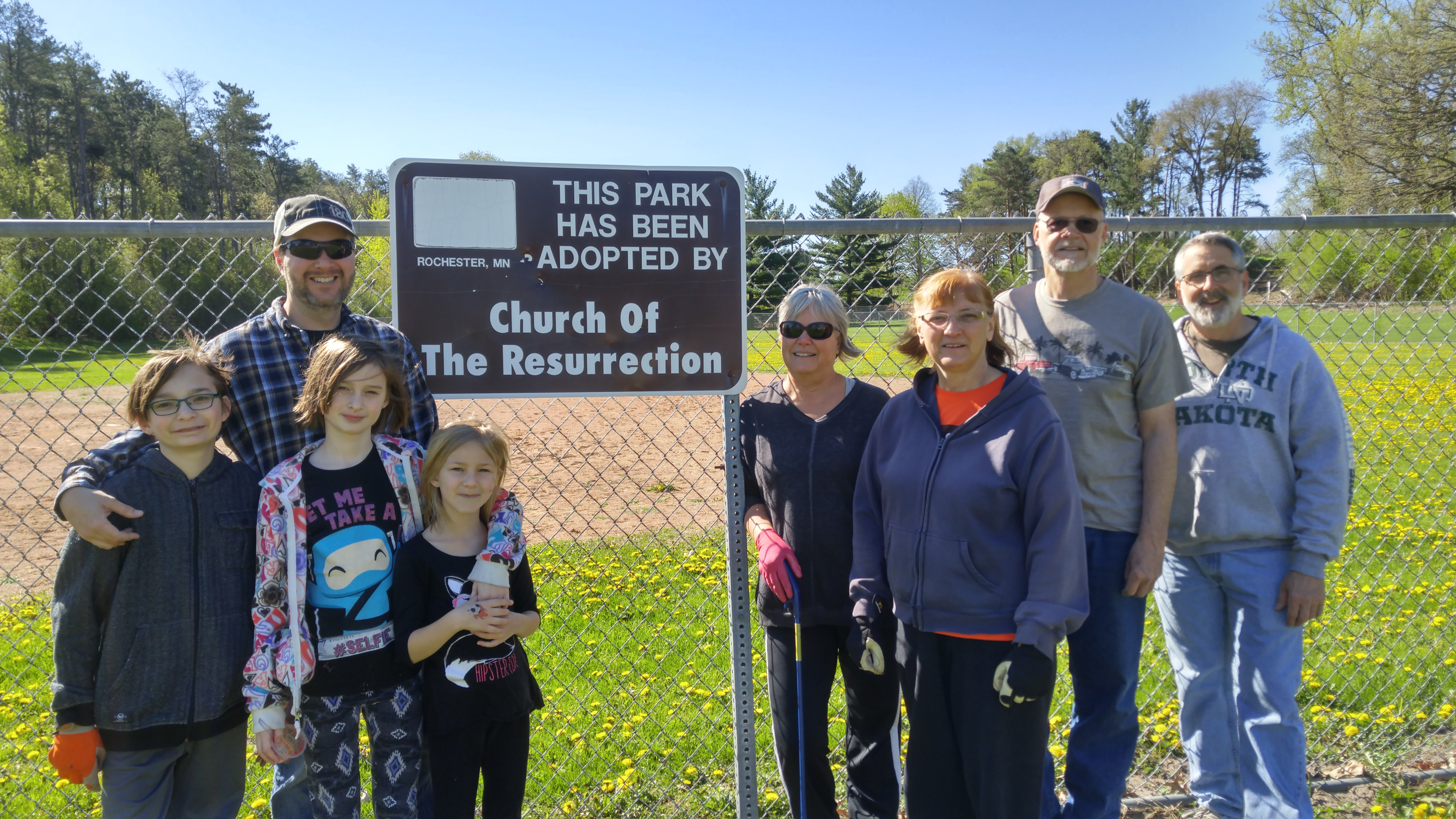 Church of the Resurrection Adopt-A-Park volunteers